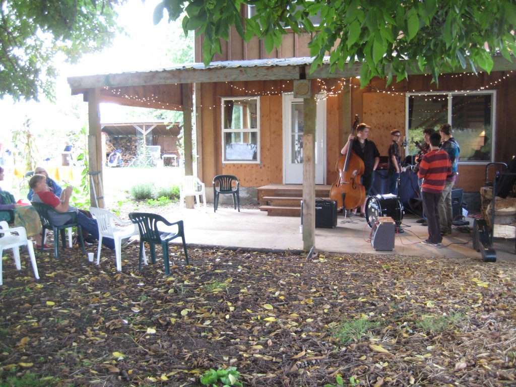 2011 - We hosted our best attended open house ever this fall, thanks I'm sure to the draw of our first (but not our last) musical act — The Davis Street Band (high school bluegrass sensation). I'd estimate over 100 people came out to hear the tunes, pick their pumpkins, and taste potatoes.